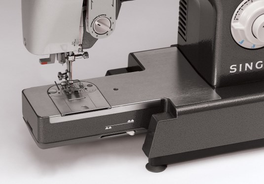 Showing the SInger CG-590 bedplate